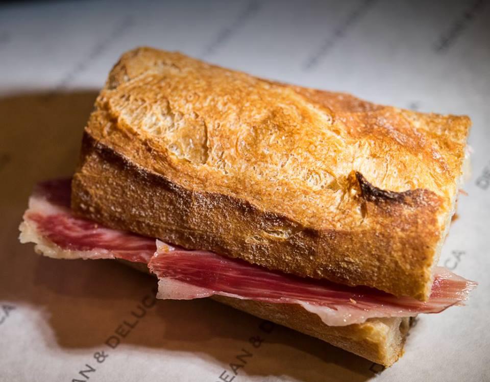 Sandwich au jambon espagnol