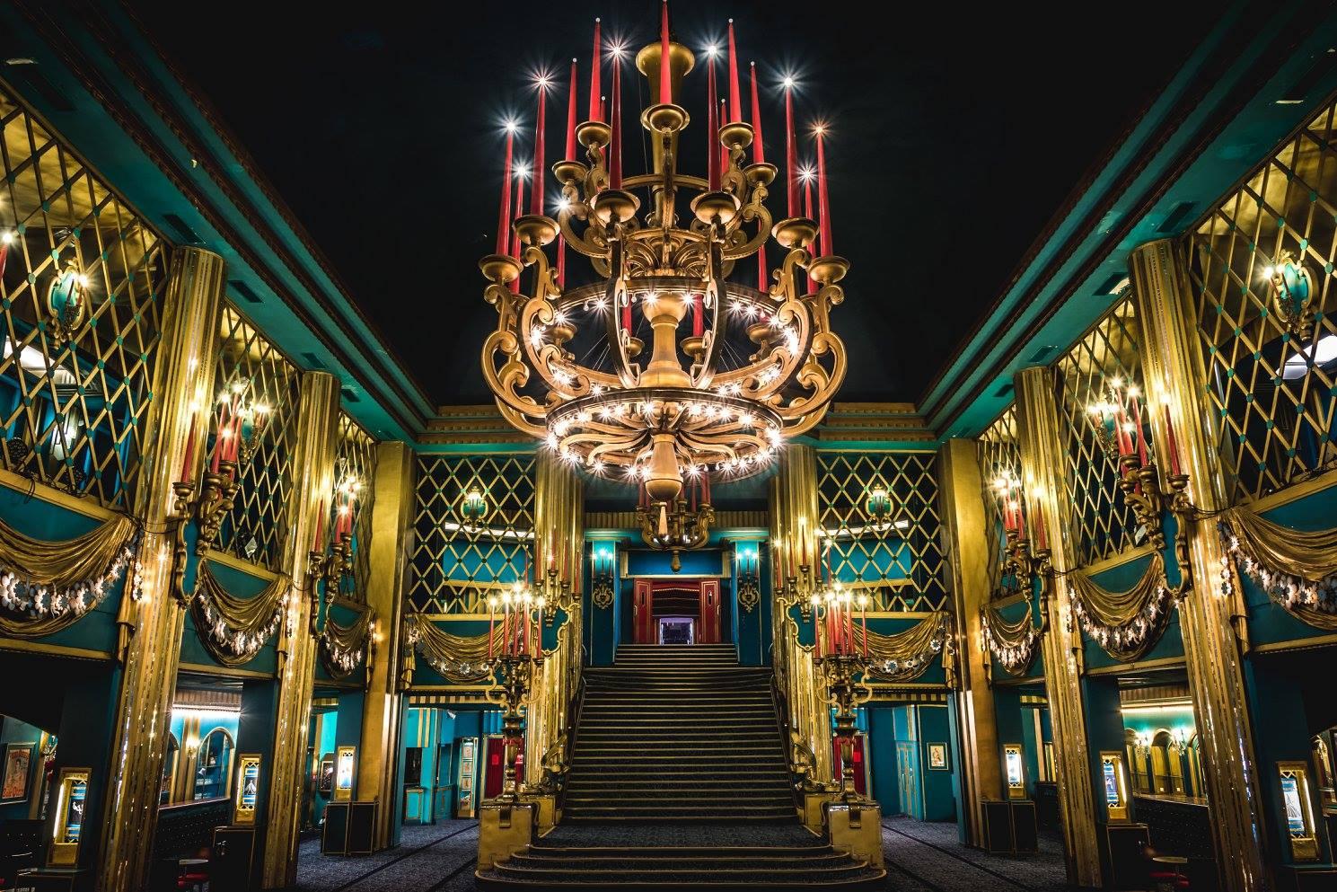 Hall des Folies Bergère