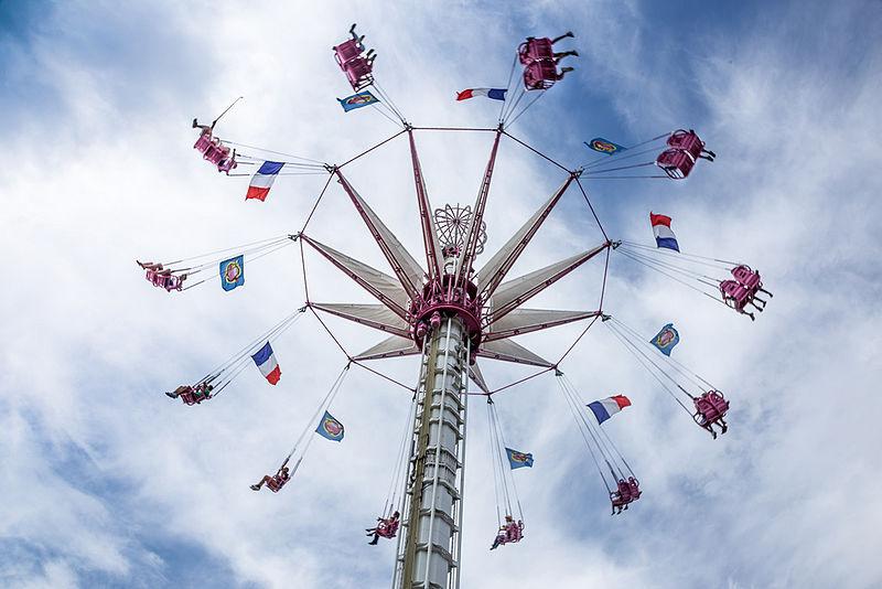 Chaises volantes aux Tuileries